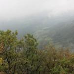 Magličasti pogled sa vrha