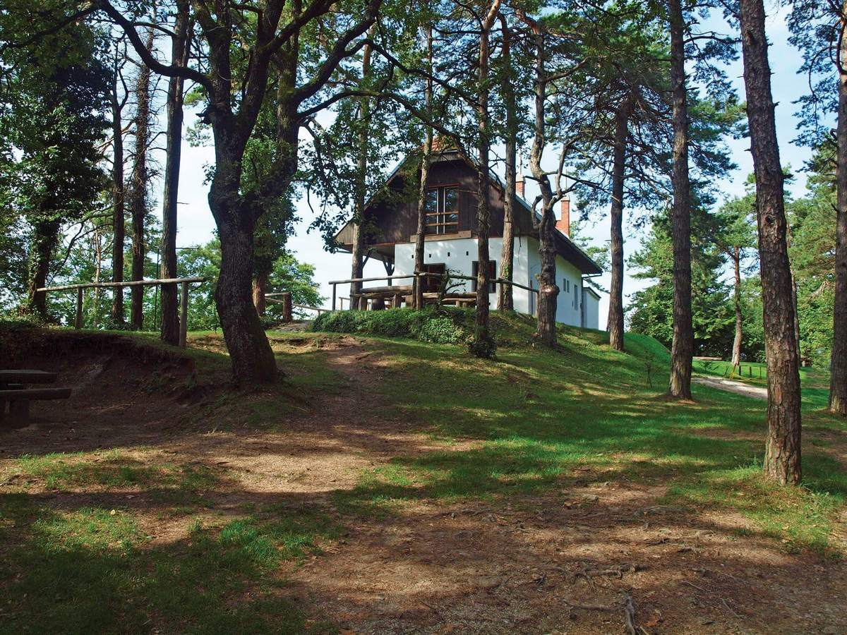 Planinarska kuća »Pusti duh«, Ravna gora